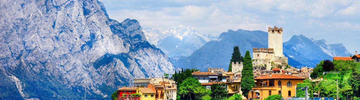 Wunderschöne-lago-di-Garda-in-Malcesine-Italien-iStock_000064105301_Large-2-1200x335